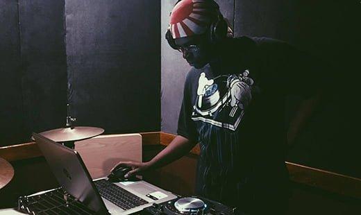 DJ T5UN4M1